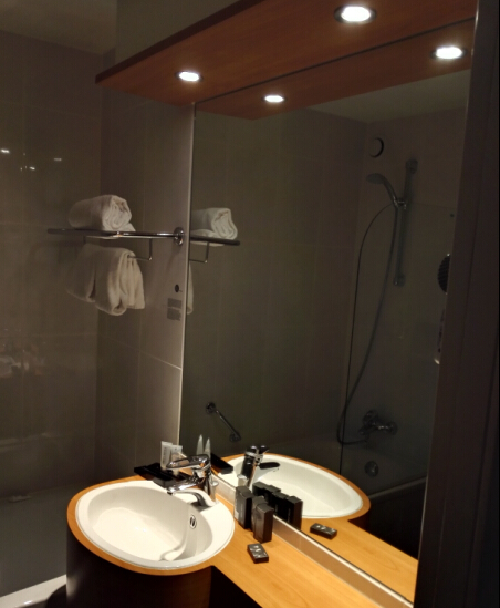 waterproof led downlights in bathroom